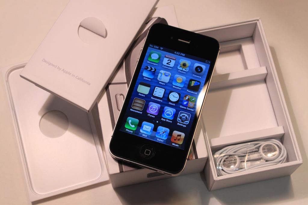 ATT Straight Talk Apple IPhone 4S 16GB Black Used