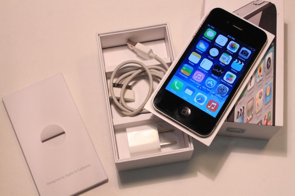 Cheap Apple IPhone 4S 16GB ATT Strait Talk Black Used